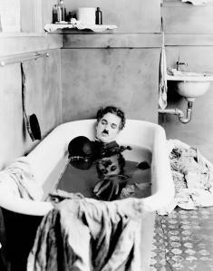 Charlie-Chaplin-baignoire