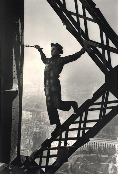 marc-riboud-painter-on-the-eiffel-tower-paris-france-photographs-zoom_550_809.jpg